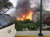 C�rdoba, Ver. 26 de abril de 2015.Luego de las 18:00 horas, se registr� un incendio en una talachera, ubicada en la colonia Agust�n Mill�n; el incendio ya fue controlado por Bomberos de C�rdoba y s�lo se registraron da�os materiales y el susto de vecinos del lugar.