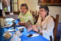 Xalapa Ver., 27 de abril de 2015.- Sonia Galina y Salvador Mandujano presentaron el libro