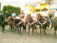 Ixhuatlancillo, Ver., 2 a mayo de 2015.- Jinetes del estado de Veracruz, Puebla y Tlaxcala recorrieron alrededor de 5 kil�metros en la �Primera cabalgata Ixhuatlancillo 2015�.