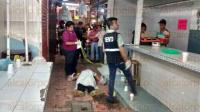 C�rdoba, Ver., 2 de mayo de 2015.- De varios impactos de bala asesinaron a sujeto en el Mercado Revoluci�n; elementos de la SSP acordonaron la zona e iniciaron la b�squeda de agresores.