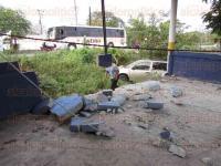 San Andr�s Tuxtla, Ver., 4 de mayo de 2015.- El conductor de una camioneta se impact� contra un establecimiento de comida, ubicado a un costado del destacamento policial, en la localidad de Matacapan.