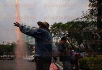 M�xico, DF, 4 de mayo de 2015.- Decenas de integrantes en defensa de la tierra de San Salvador Atenco marcharon del �ngel de la Independencia hacia el Z�calo, pero llegaron �nicamente a avenida Insurgentes ante la fuerte granizada en la zona. Exigen justicia para las v�ctimas de los abusos policiales en el llamado