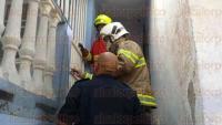 Veracruz, Ver., 4 de mayo de 2015.- Al sitio del incendio acudieron elementos del cuerpo de Bomberos Municipales, personal de Protecci�n Civil y elementos de la Polic�a Naval.