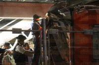 M�xico, DF. 5 de mayo de 2015.- La noche de este lunes, personal del Metro trabaja en desmontar los convoys del Metro de la l�nea 5 que chocaron en la tarde, con el fin de liberar la v�a para reanudar el servicio que corre de la estaci�n Polit�cnico a Pantitl�n.