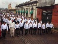 Coatepec, Ver., 5 de mayo de 2015.- El desfile conmemorativo al 153 aniversario de la Batalla de Puebla dur� aproximadamente una hora con 30 minutos; participaron m�s de 600 alumnos y docentes.