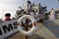 Veracruz,Ver., 5 de mayo de 2015.- El buque militar ingl�s de la Marina Real HMS Lancaster se encuentra de visita en el puerto para mejorar la estrecha relaci�n entre el Reino Unido y M�xico. Este martes se llevo a cabo un recorrido dentro del mismo.