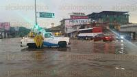 Banderilla, Ver., 21 de mayo de 2015.- En la carretera Xalapa-Perote, a la altura de La Martinica, se sigue inundando la zona con los chubascos como el del atardecer de este jueves, que provoc� caos vehicular.