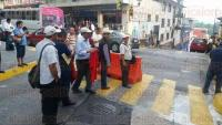 Xalapa, Ver., 22 de mayo de 2015.- Alianza de taxistas independientes por Veracruz, se manifestaron la tarde de este viernes frente a la Secretar�a de Seguridad P�blica, obstruyendo la circulaci�n en la calle Leandro Valle esquina Ignacio Zaragoza.