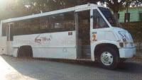 C�rdoba, Ver., 24 de mayo de 2015.- A falta de mantenimiento, un autob�s de la empresa �Suena� se le sali� el eje completo que fue a rebotar a una barda.