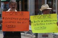 Veracruz, Ver., 24 de mayo de 2015.- Integrantes del partido pol�tico MORENA se manifestaron en el z�calo de este puerto.