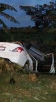 Paso de Ovejas, Ver., 25 de mayo de 2015.- En la comunidad El Mango se dio la volcadura de dos unidades que colisionaron, resultando heridas dos personas, mismas que fueron trasladadas al Seguro Social de Cardel.