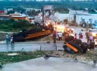 Ciudad Acu�a, Coahuila, 25 de mayo de 2015.- Tras el tornado que azot� la ciudad entre las 5:30 y las 7:00 horas, se registra destrucci�n de todo tipo; Ej�rcito, PC, Bomberos y Polic�a efect�an labores de rescate.