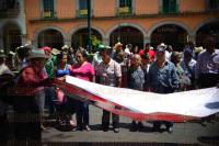 Xalapa Ver., 25 Mayo de 2015.-Campesinos de la zona norte del Estado e integrantes de la Central de Organizaciones Campesinas y Populares se re�nen en el parque Ju�rez para denunciar que programas y diversos apoyos no llegan a sus comunidades.
