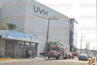 Boca del R�o, Ver., 26 de mayo de 2015.- Los primeros reportes provenientes de la UVM indicaban un conato de incendio por cortocircuito, pero al verificarlo todo qued� en un corte de energ�a por un sobre calentamiento.