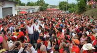 Mart�nez de la Torre, Ver., 27 de mayo de 2015.- En el predio Vista Hermosa miles de personas se comprometieron a votar este 7 de junio por Edgar Spinoso Carrera.