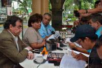 Xalapa, Ver, 27 de mayo de 2015.- La coordinadora de Salud y G�nero AC, Olivia Aguilar Dorantes, inform� que sigue sin aplicarse la Ley 327 para la Protecci�n de los No fumadores del Estado, al hacer un recorrido se percataron que s�lo dos barres de los 22 que est�n en la zona centro de la capital cumplen con la normatividad.