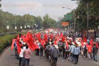 M�xico, DF., 27 de mayo de 2015.- Miles de integrantes de Antorcha Campesina marchan en la Ciudad de M�xico para demandar cumplimiento de los acuerdos firmados con la Secretar�a de Gobernaci�n en el sector de vivienda y seguridad.