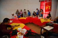 Xalapa, Ver., 28 de mayo de 2015.- Tras conferencia de prensa del PT, vecinos de la calle Guti�rrez N�jera, en la colonia Vasconcelos, exigen el retiro de antena de telefon�a celular perteneciente a Radiom�vil DIPSA (Telcel), ya que argumentan fue colocada arbitrariamente.