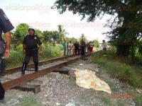 Tierra Blanca, Ver., 28 de mayo de 2015.- Un hombre mayor fue arrollado por un tren que se dirig�a al Puerto de Veracruz; Cruz Roja y Protecci�n Civil confirmaron su deceso debido a las graves heridas y mutilaci�n de una de sus extremidades.