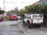 Xalapa, Ver., 28 de mayo de 2015.- Una llamada al n�mero de emergencias 066, alert� acerca del incendio de un veh�culo en la calle Guanajuato de la colonia Progreso.