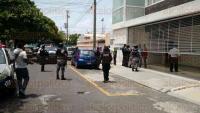 Boca del R�o, Ver.- Elementos de la Polic�a Naval y Estatal desplegaron sus unidades en busca de los responsables. No se presentaron personas heridas, s�lo crisis nerviosa.