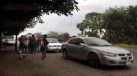 Yanga, Ver., 28 de mayo de 2015.- Elementos Ministeriales aseguraron un veh�culo tipo Stratus, a la altura de la desviaci�n a Omealca. Autoridades se dar�n a la tarea de investigar si pudo haber participado en asesinato del exalcalde de Cuitl�huac