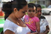 Xalapa, Ver., 29 de mayo de 2015.- Vecinos de la calle Tepic en la colonia Progreso Macuilt�petl, se pronuncian en contra de la instalaci�n de una antena de telefon�a m�vil presuntamente de la compa��a Telcel, pues argumentan que la radiaci�n que emite afecta a largo plazo la vida de los que a sus alrededores habitan.
