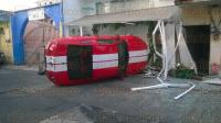Xalapa Ver., 30 de mayo de 2015.- Un veh�culo marca Ford tipo Mustang, color rojo impact� a un negocio de la calle Acosta casi esquina con Clavijero.