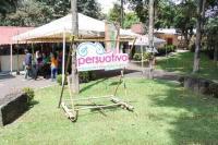Xalapa, Ver., 30 de mayo de 2015.- Se efectu� la mesa de di�logo �Bamb�, un recurso con posibilidades� en el parque Do�a Falla organizado por alumnos de FCAS.