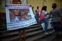 Xalapa Ver., 30 de mayo de 2015.- Integrantes del Colectivo por La Paz se reunieron en Plaza Lerdo culminando la Semana Internacional del Detenido Desaparecido este 30 de mayo, pidieron respuesta ante los casos de sus familiares desaparecidos.