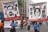 M�xico, D.F, 30 de mayo de 2015.- En el marco de la Semana del detenido-desaparecido, activistas defensores de derechos humanos caminan de la Secretar�a de Gobernaci�n a la PGR para demandar la presentaci�n con vida de los miles de desaparecidos en M�xico.