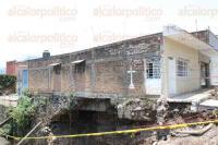 Orizaba, Ver., 30 de junio de 2015.- El pasado fin de semana, tres casas fueron socavadas en sus cimientos por el paso del arroyo �Totolitos�, mismas que ya no pueden ser habitadas, seg�n dictamen de Protecci�n Civil.