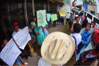 Xalapa, Ver., 1 de julio de 2015.- Integrantes del Movimiento por la Dignidad de los Pueblos, de la comunidad de Ahuatitla, municipio de Chicontepec, llegaron a las oficinas de la Comisi�n Nacional para el Desarrollo de los Pueblos Ind�genas para pedir la aprobaci�n de proyectos que han solicitado.