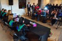 Xalapa, Ver., 1 de julio de 2015.- La directora de Arte, Cultura y Deporte del Ayuntamiento de Xalapa, Nohem� Brito G�mez, anunci� el segundo Festival Nacional de Tunas Femeniles, acompa�ada por integrantes de la Tuna Femenil de la UV.