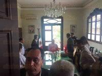 Fort�n, Ver., 1 de julio de 2015.- Tras 45 minutos de espera, el alcalde de Soledad Atzompa, Bonifacio Aguilar Linda, arrib� al Palacio Municipal para reunirse con el Gobernador y otros secretarios de despacho.