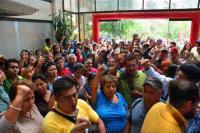 Xalapa, Ver., 2 de julio de 2015.- Integrantes de Movimiento Antorchista se manifestaron en las oficinas de SEDESOL estatal al mediod�a de este jueves; exigieron entrega de apoyos prometidos desde principios de a�o.