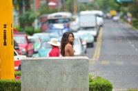 Xalapa, Ver., 2 de julio de 2015.- Mujeres integrantes de los 400 Pueblos se despojaron de sus prendas por completo, bailando al ritmo de la m�sica en la glorieta de la Avenida Xalapa.