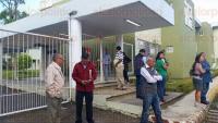 Xalapa, Ver., 3 de julio de 2015.- Los jubilados y pensionados afirman que mantendr�n bloqueado el IPE hoy viernes y si es necesario el lunes o toda la semana, hasta que les depositen.