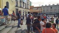 Xalapa, Ver., 3 de julio de 2015.- Integrantes de AC se congregan en Plaza Lerdo; no dar�n declaraciones hasta que llegue su representante.