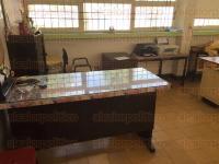 Xalapa, Ver., 3 de julio de 2015.- Roban por segunda ocasi�n, en lo que va de este a�o, en la escuela primaria �Dr. Agust�n Garc�a Figueroa; se llevaron computadoras, ca�ones y otros objetos de la Direcci�n y de salones.