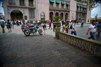 Xalapa, Ver., 3 de julio de 2015.- A partir de este viernes quedar� prohibido estacionar motocicletas en el parque Ju�rez, a un costado de Palacio de Gobierno, donde se utilizaba como estacionamiento.