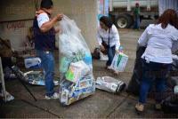 Xalapa Ver., 4 de julio de 2015.- Campa�a de reciclaje de vidrio y envases Tetra Pack realizada en la explanada del Teatro del Estado.
