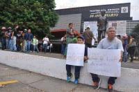 Xalapa Ver., 4 de julio de 2015.- Motociclistas marcharon con pancartas al frente de sus unidades, del Teatro del Estado a Plaza Lerdo, en protesta por el nuevo Reglamento de Tr�nsito; en el contingente tambi�n hab�a ni�os acompa�ados de adultos.