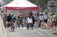 M�xico, DF., 5 de julio de 2015.-En el Paseo Ciclista dominical, los infantes y sus familiares disfrutan de la Bici Escuela y del programa Dar la vuelta, aprendiendo con creatividad. Actividades recreativas y diversi�n para toda la familia.