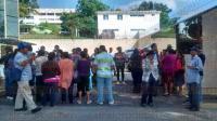 Xalapa, Ver., 6 de julio de 2015.- Pobladores de Teocelo, Tlalnelhuayocan, Acajete, Las Vigas, Tlacolulan y Chiconquiaco se manifiestan ante SEDESOL Estatal para exigir apoyos.