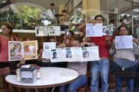 Xalapa, Ver., 6 de julio de 2015.- En conferencia de prensa, integrantes del Colectivo por la Paz, denunciaron discriminaci�n en el programa de recompensas de la FGE.