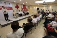 Veracruz, Ver., 6 de julio de 2015.- Entrega de un donativo por 400 mil pesos as� como de las escrituras de un terreno a la Cruz Roja.