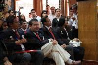 Xalapa, Ver., 7 de julio de 2015.- Con una hora de retraso lleg� Alfredo Ferrari a las instalaciones del CDE del PRI para lanzar la convocatoria de la nueva generaci�n de la Escuela Nacional de Cuadros.