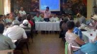 Xalapa, Ver., 7 de julio de 2015.- El diputado Edgar D�az Fuentes sostuvo una reuni�n de trabajo con dirigentes de las organizaciones que conforman al Congreso Agrario Permanente, que dirige Joaqu�n Humberto Quiroz Aran.