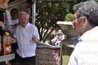 Xalapa, Ver., 7 de julio de 2015.- Integrantes del Movimiento de los 400 pueblos, agreden a transe�ntes, por expresarles su opini�n acerca de su forma de manifestarse.